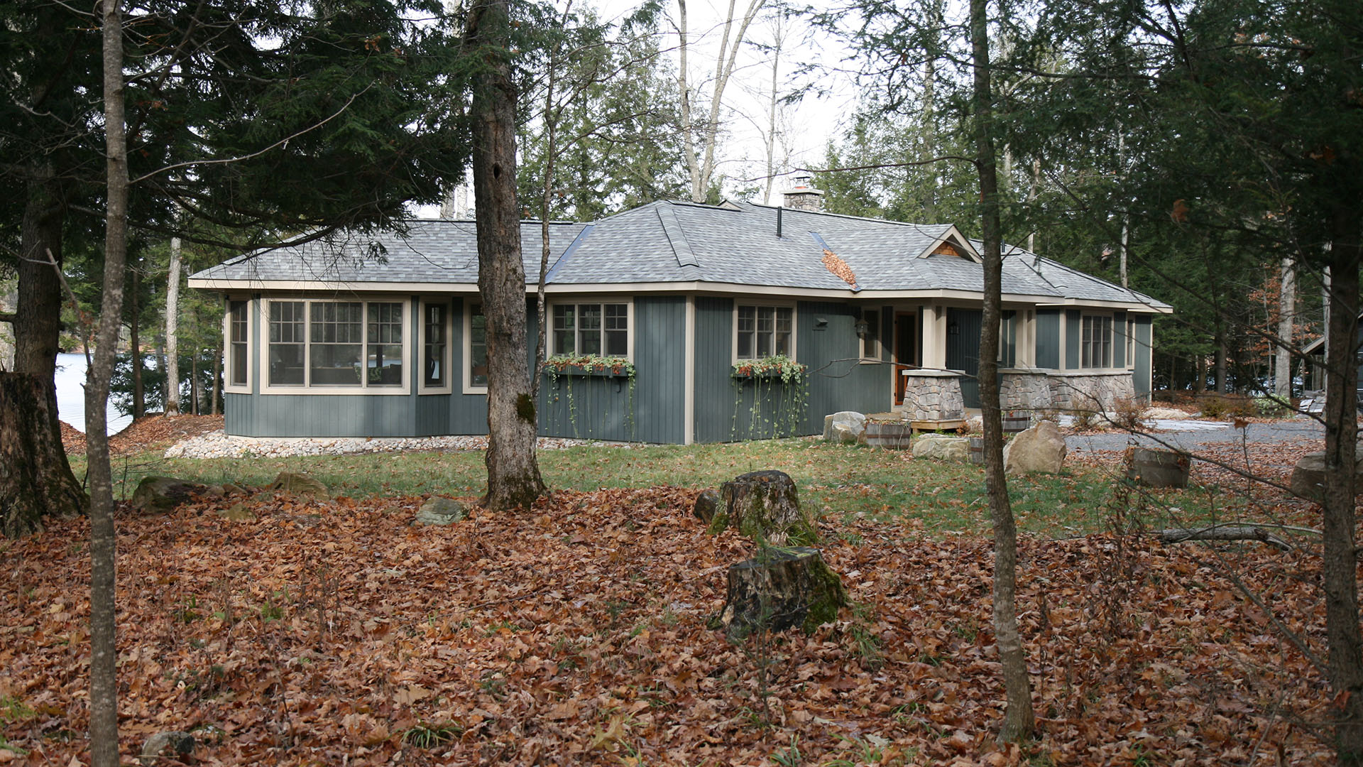 architect designed cottage - lake of bays muskoka - laneside end