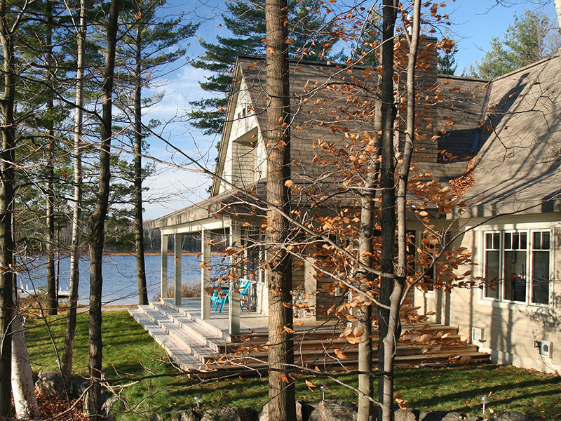 architect designed lakefront home - muskoka - at waters edge S
